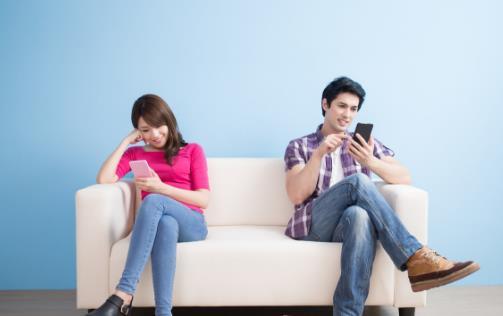 手機癮的危害大眼睛受傷睡眠變差 戒掉手機癮的方法