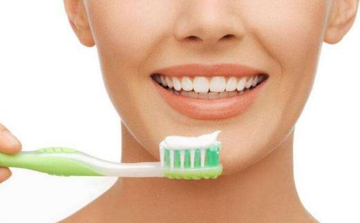 晨漱不如夜漱刷牙漱口晚上更关键 认真刷牙的好处