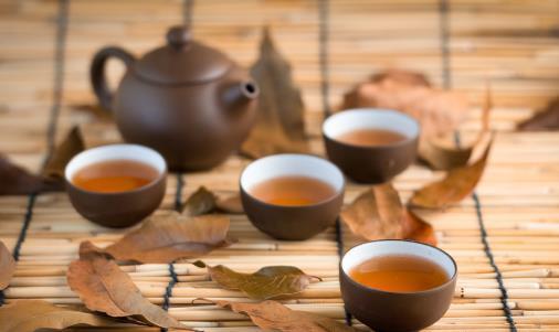 杯中茶垢不除危害大 日常除垢食物幫你清除干凈