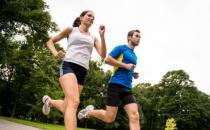 慢跑减肥的正确方法 选择一双合适的跑鞋保护膝盖