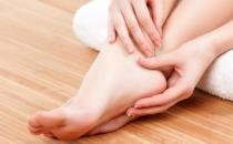 脚部干燥易脱皮教你护脚 想要身体健康先从脚部做起