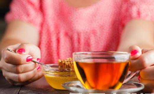 喝蜂蜜水美容养颜 蜂蜜虽好也要适合自己才可以