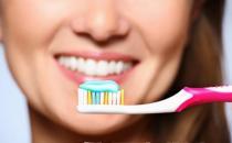 不同功效牙膏大盘点 普通人选加氟牙膏保护口腔健康