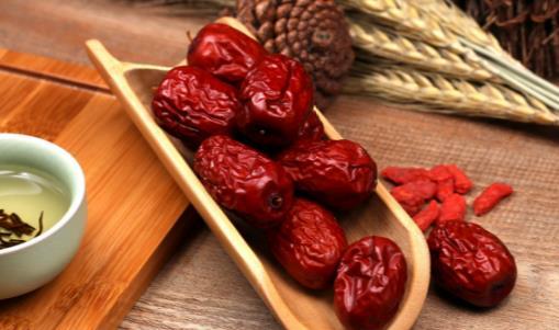 红枣养生治病六大功效 食用红枣需注意搭配
