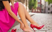 高跟鞋可以矫正体形增加气质 正确穿高跟鞋的方法
