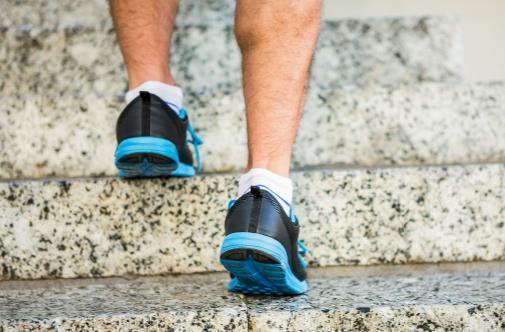 爬楼梯伤关节吗?如何合理进行运动锻炼
