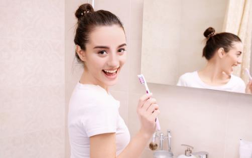 早晨起床先刷牙还是先喝水 有关早上起床的注意事项