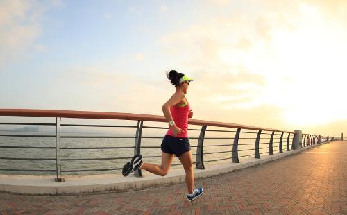 早晨起床后利于健康和有损健康的