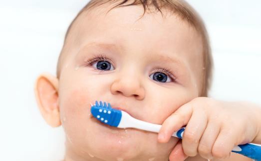 虫牙找上宝宝最关键的原因 宝宝刷牙爸妈必须亲上阵