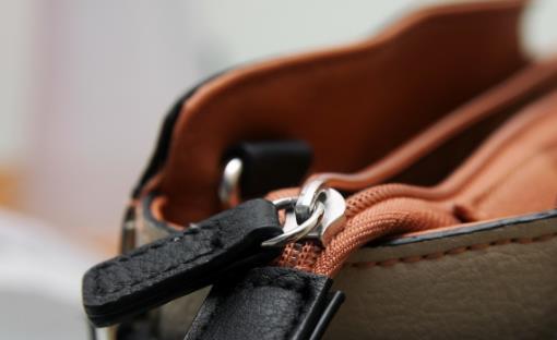 真皮皮包的清洁及保养小窍门