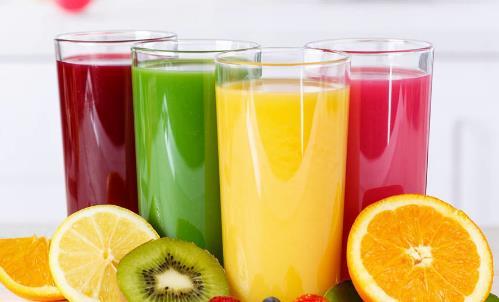 果汁的害处不亚于碳酸饮料 少喝果汁多喝水为宜