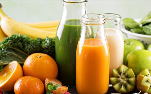 果汁的害处不亚于碳酸饮料 少喝为宜