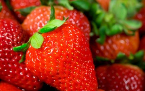 草莓太红是因为染色? 草莓的八大功效