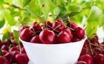 尿酸高会出现关节红肿疼痛 吃这些食物降尿酸