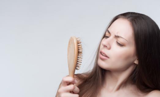 年轻人脱发的八大原因 利于头发健康的食物