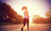 什么时间夜跑最好 夜跑需热身充分才上路