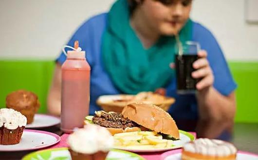 暴饮暴食不好控制发胖 正确抓住48小时内来科学调整