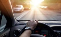 新手开车上路 养成开车的八个好习惯避开危险