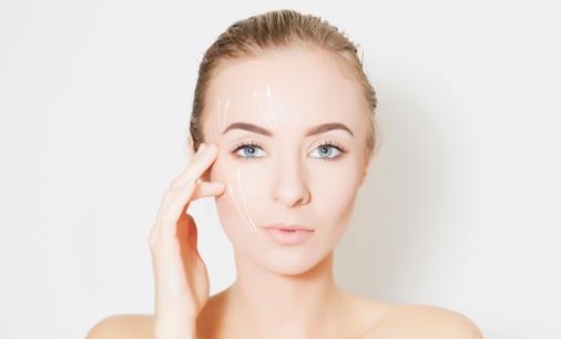 日常护肤少不了去角质 眼睛周围是否可以去角质
