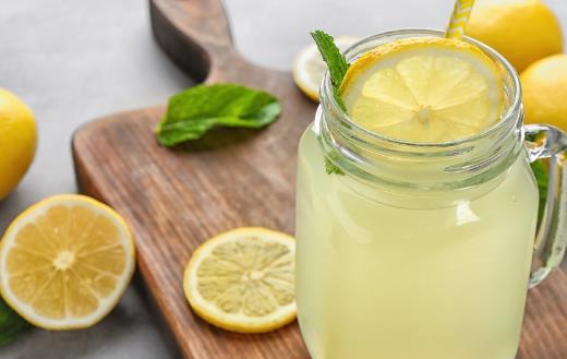 果汁口感细腻色彩诱人 果汁的六种合理健康搭配