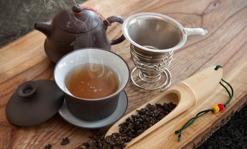 秋天养生适合的茶饮 从养生茶的原料分析养生功效