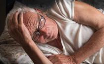 老年人失眠危害健康 治疗失眠的小妙招