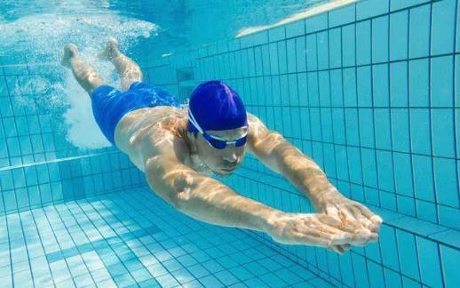 游泳时的安全注意事项 避免疲劳或饥饿时游泳