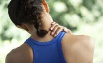 引发肩疼的四个习惯 办公室里巧妙预防肩周炎
