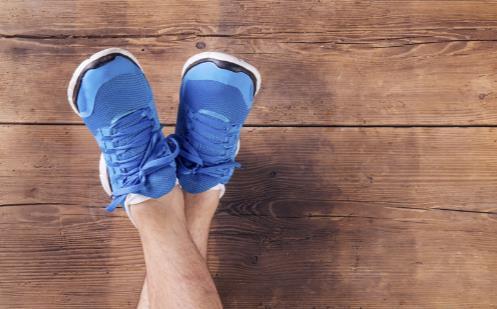 给老人买鞋有诀窍 这几点是挑鞋子的原则