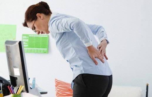 背痛突然袭击办公室白领 记着给自己买个腰枕