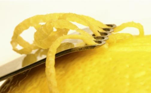 柠檬皮的妙用大全 巧除锅垢巧除冰箱异味