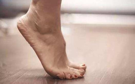 简单高效的瑜伽动作上班族放松身心从现在开始