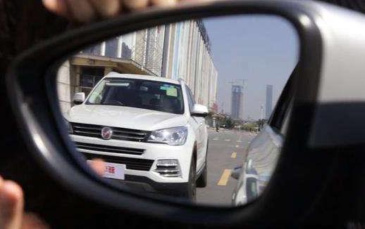 新手开车细节问题要注意 心平气和不急不躁