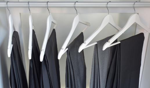 黑裤沾毛掉毛抽丝问题巧解决 保养爱裤延长使用寿命