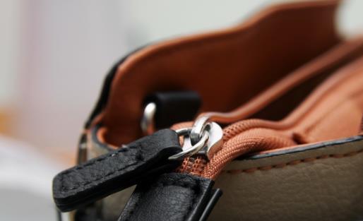 皮革包不耐用是你没有保养好 包包油脂不足干燥易损