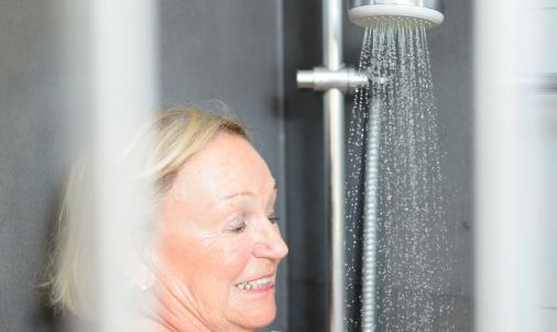 老人多久洗一次澡合适 洗澡的时间竟然也有讲究