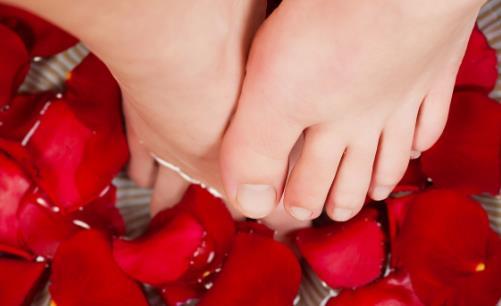 烫水泡脚不是人人都适用 泡脚容器的要求揭秘