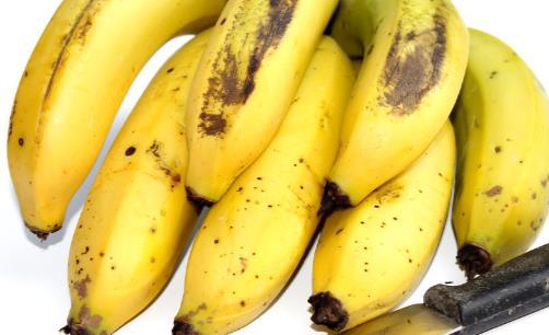 香蕉皮晒干煮水的功效与作用 香蕉皮抑制真菌防脚气