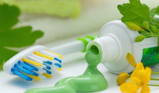 牙膏的妙用有很多 牙膏在生活中的13个特别用途
