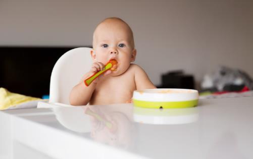 宝宝可以添加辅食的信号表 宝宝添加辅食需讲究原则