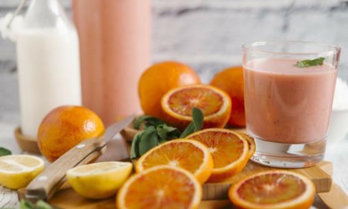长期饮用果汁对身体并不好 喝果汁不如直接吃水果