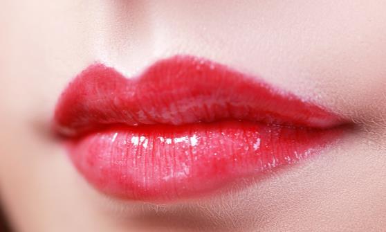 凛冬已至嘴唇总是干裂起皮发炎 冬天常见的嘴唇问题分析
