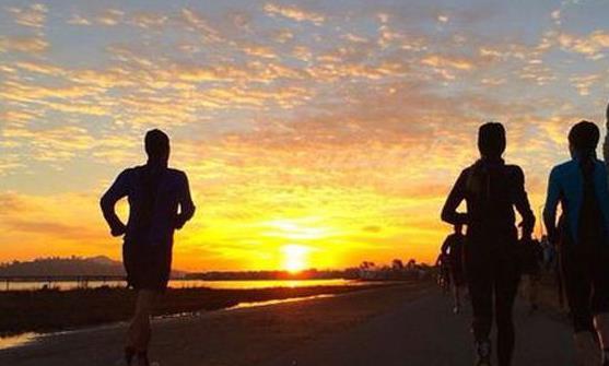 晚上跑步减肥 控制运动强度注意安全