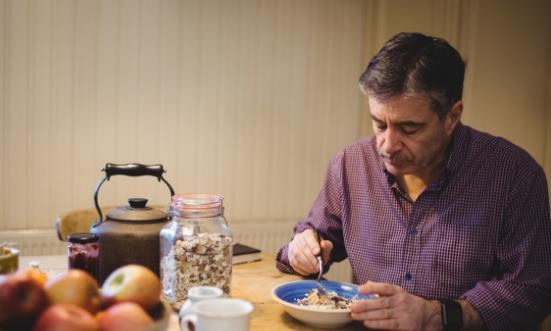 老人补钙常吃这些食物 注意补钙过度也有危害