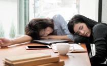 中午不睡下午崩溃 科学午睡有技巧