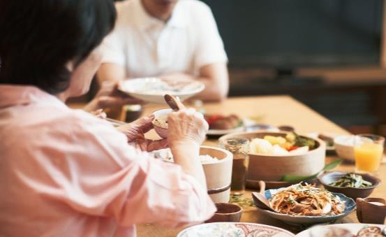 吃的太饱容易撑出身体疾病 想要做到七八分饱坚持细嚼慢咽