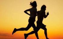 只要记住以下这八点 跑步不但不伤膝还能壮膝