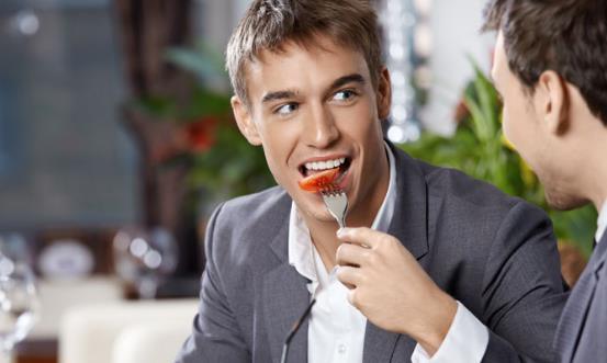 """男人每顿吃太饱危害 吃的太饱""""撑""""出10种病"""