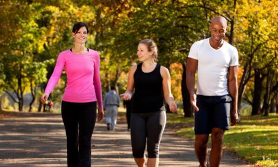 日行万步真能带来健康益处吗 三种走路姿势更伤害膝关节