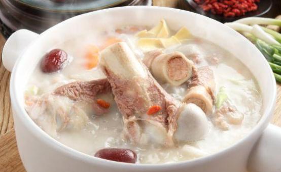 猪骨头汤美味营养又滋补 补钙补铁抗衰老可以多喝